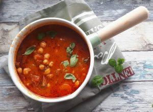 Zupa z ciecierzyca i hiszpańskim chorizo