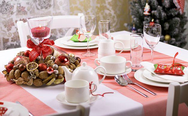 Dekoracja stołu wigilijnego, czerwień