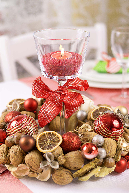 Świąteczna dekoracja stołu na Wigilię