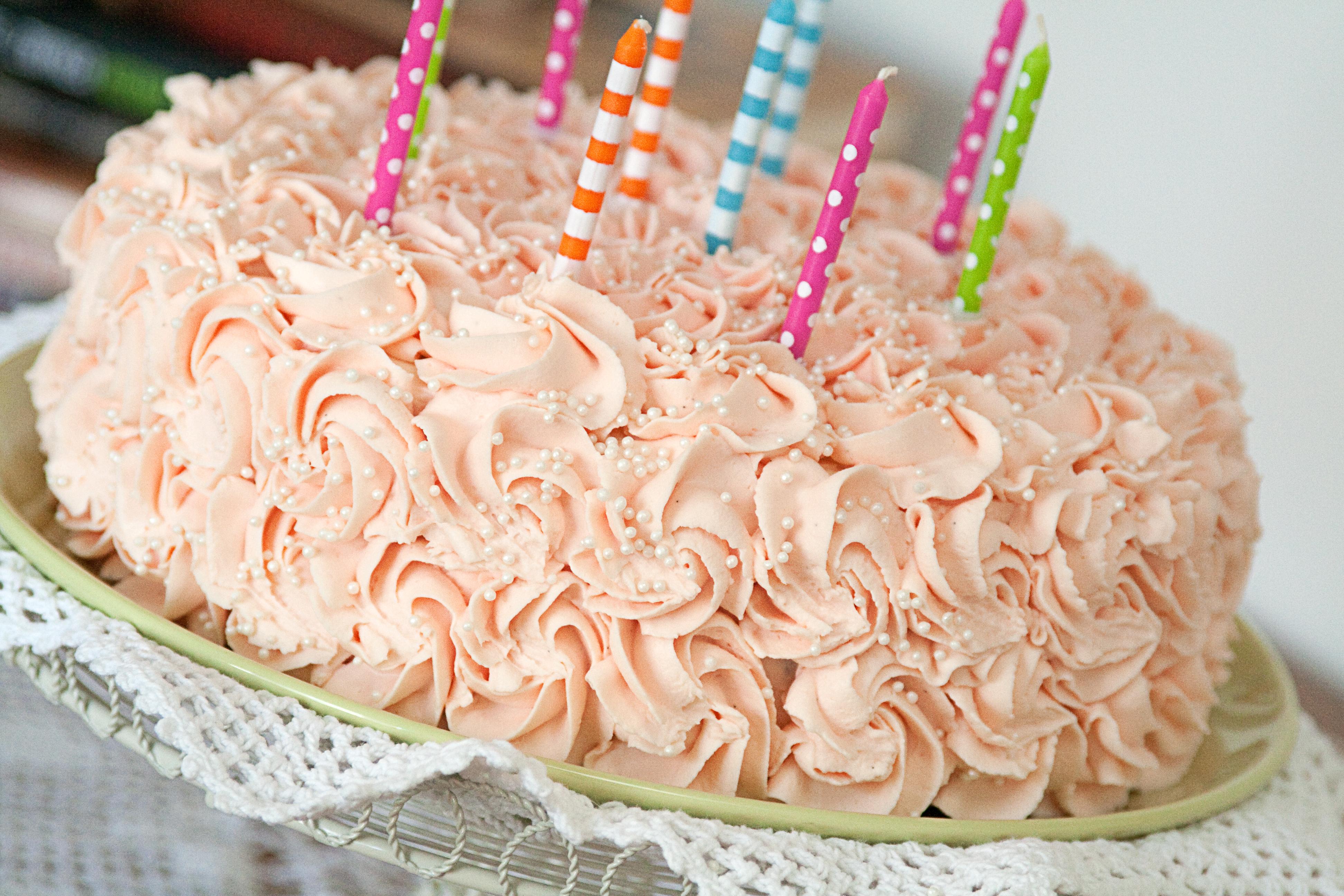 Tort serowo-śmietanowy z musem malinowym