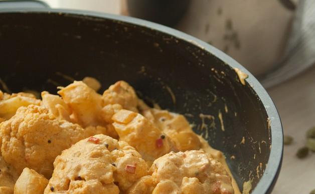 Jogurtowe curry z szafranowym ryżem