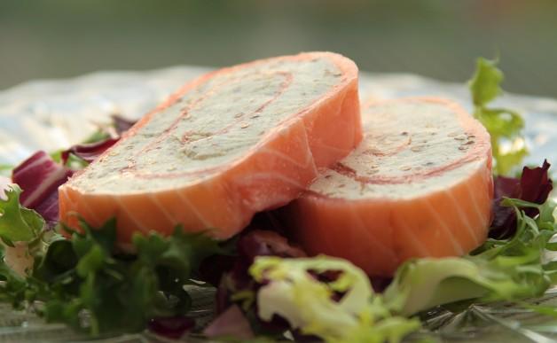 Rolada z wędzonega łososia i serka mascarpone