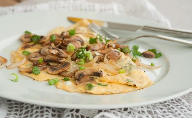 Omlet z pieczarkami i cebulą