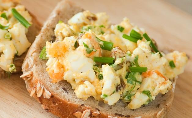 Śniadanie: pasta jajeczna z curry