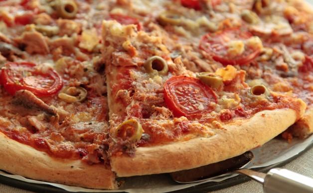 Pizza z tuńczykiem i anchois