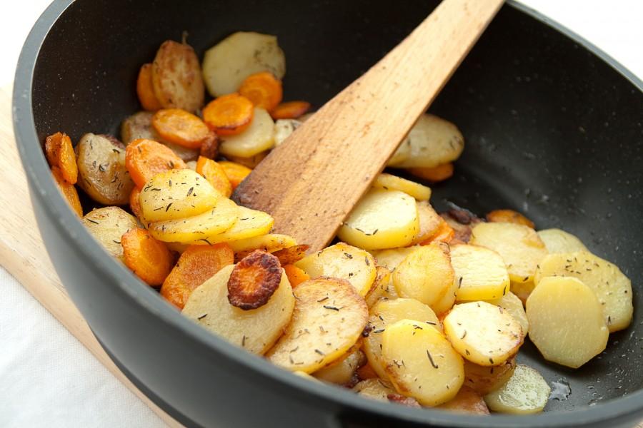 Smażone ziemniaki z marchewką