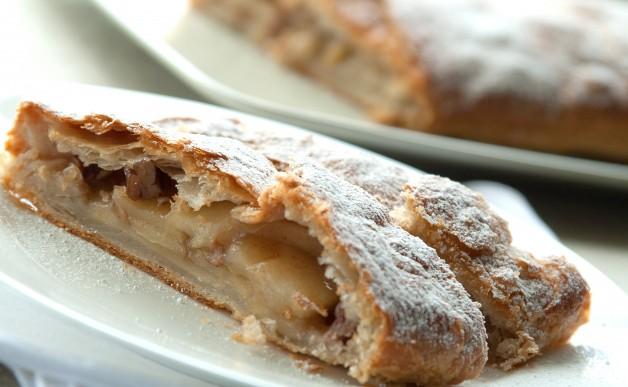 Strucla jabłkowa z ciasta francuskiego